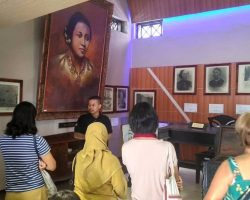 Listen to the stories of Kartini, Japara's past and Sosrokartono at Museum Kartini, Jepara (8)
